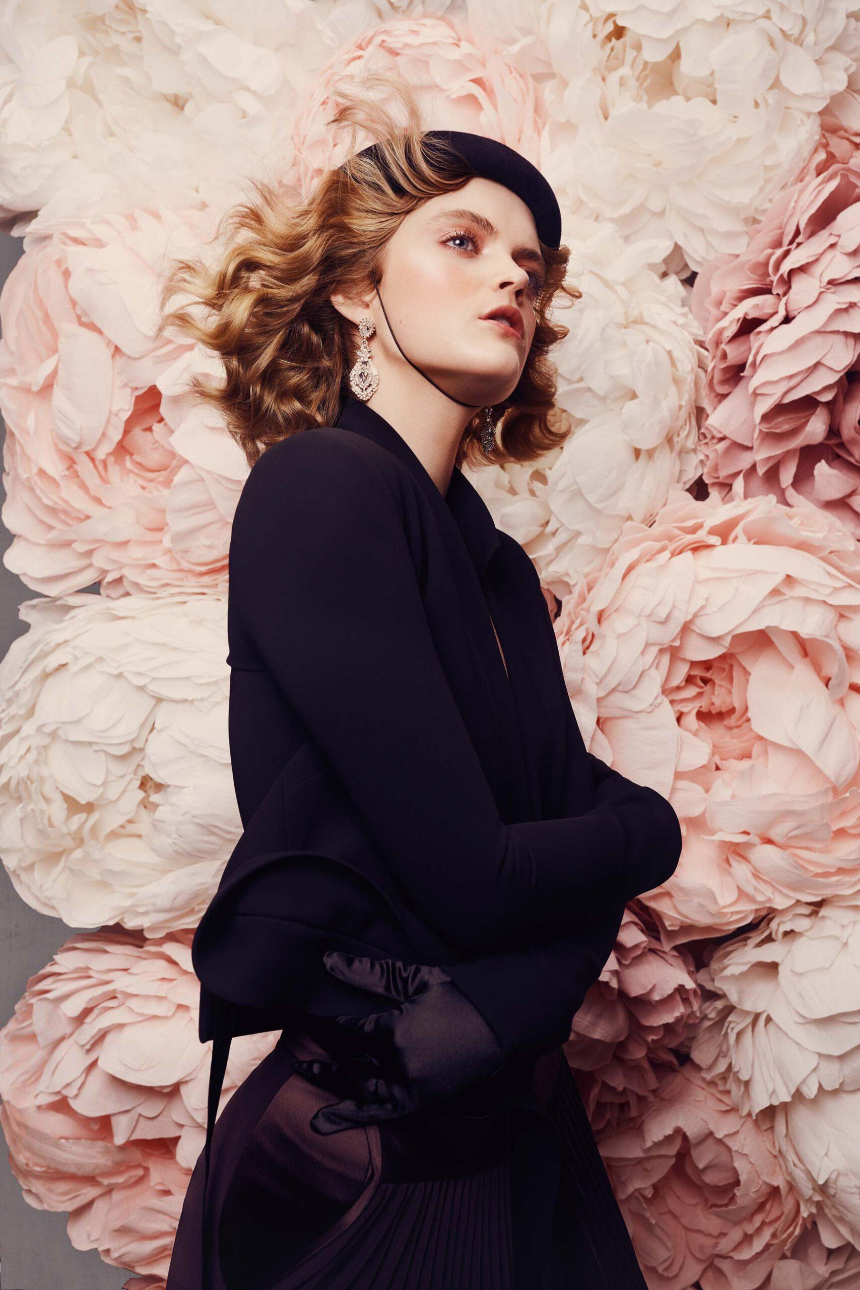Photo shoot mode et portrait avec décor et mur de floral rose