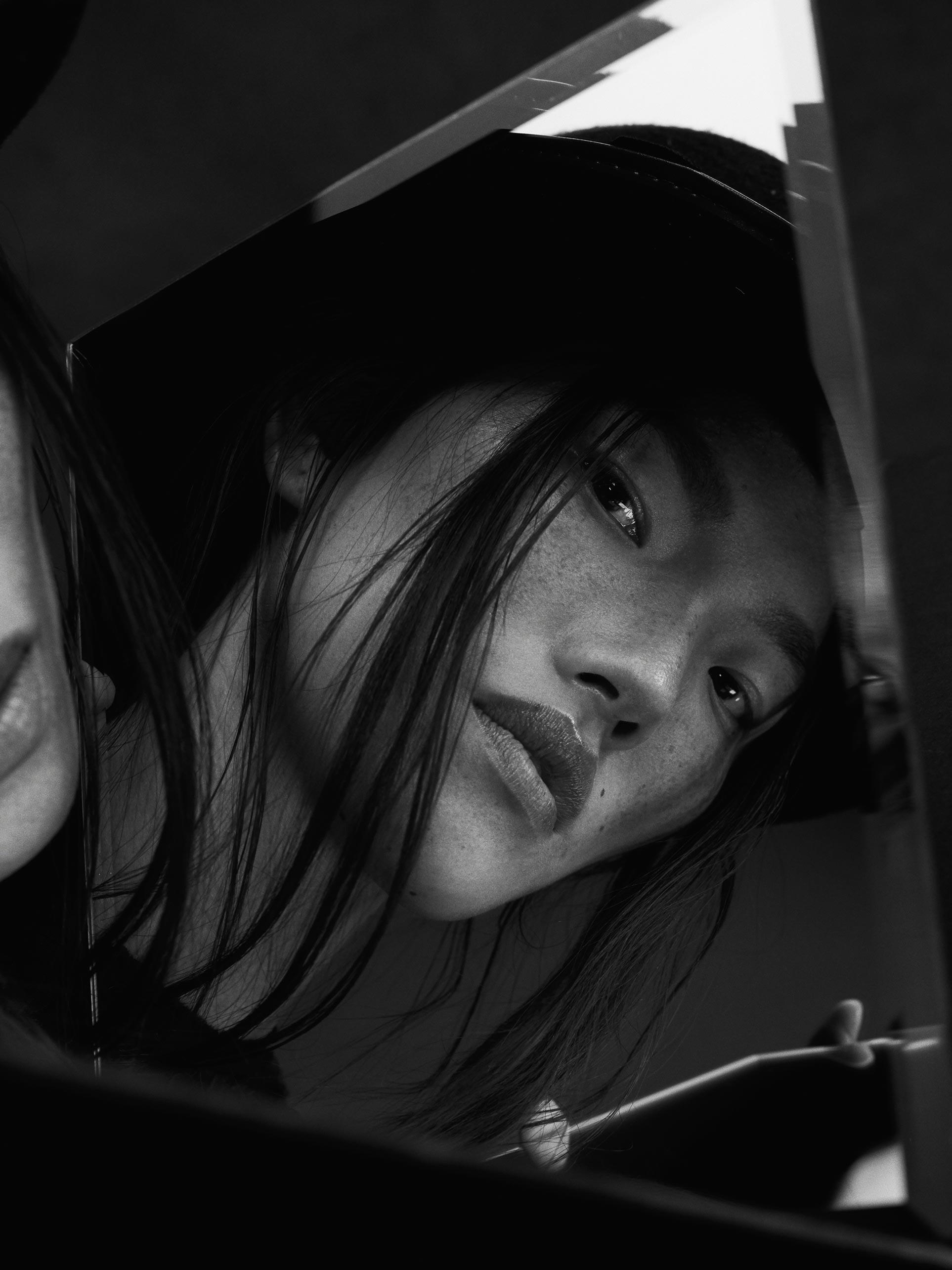 Photographe-portrait-noir-et-blanc-en-studio-montreal