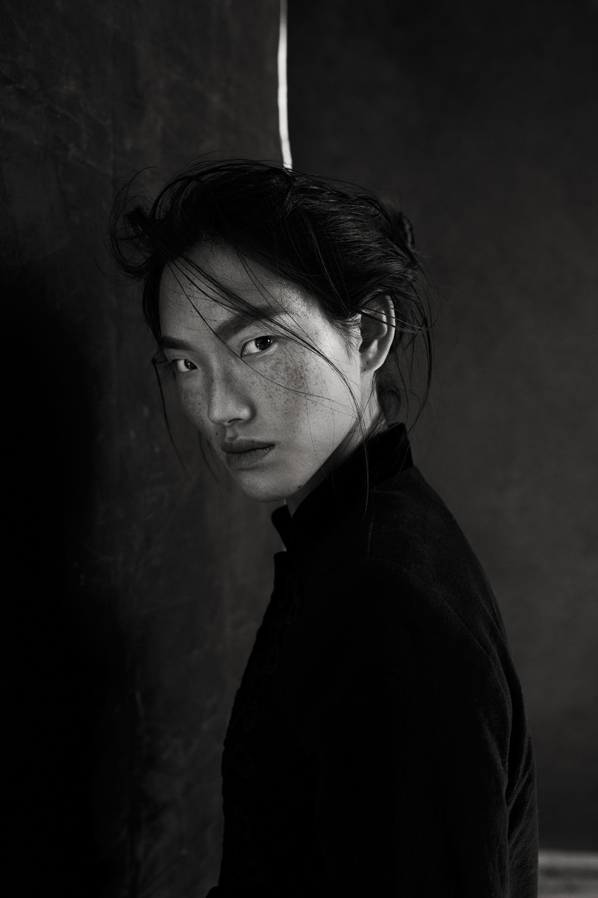 Dariane Sanche Professional photographer renowned in Montreal and internationally, magnificent black and white portrait of an Asian woman