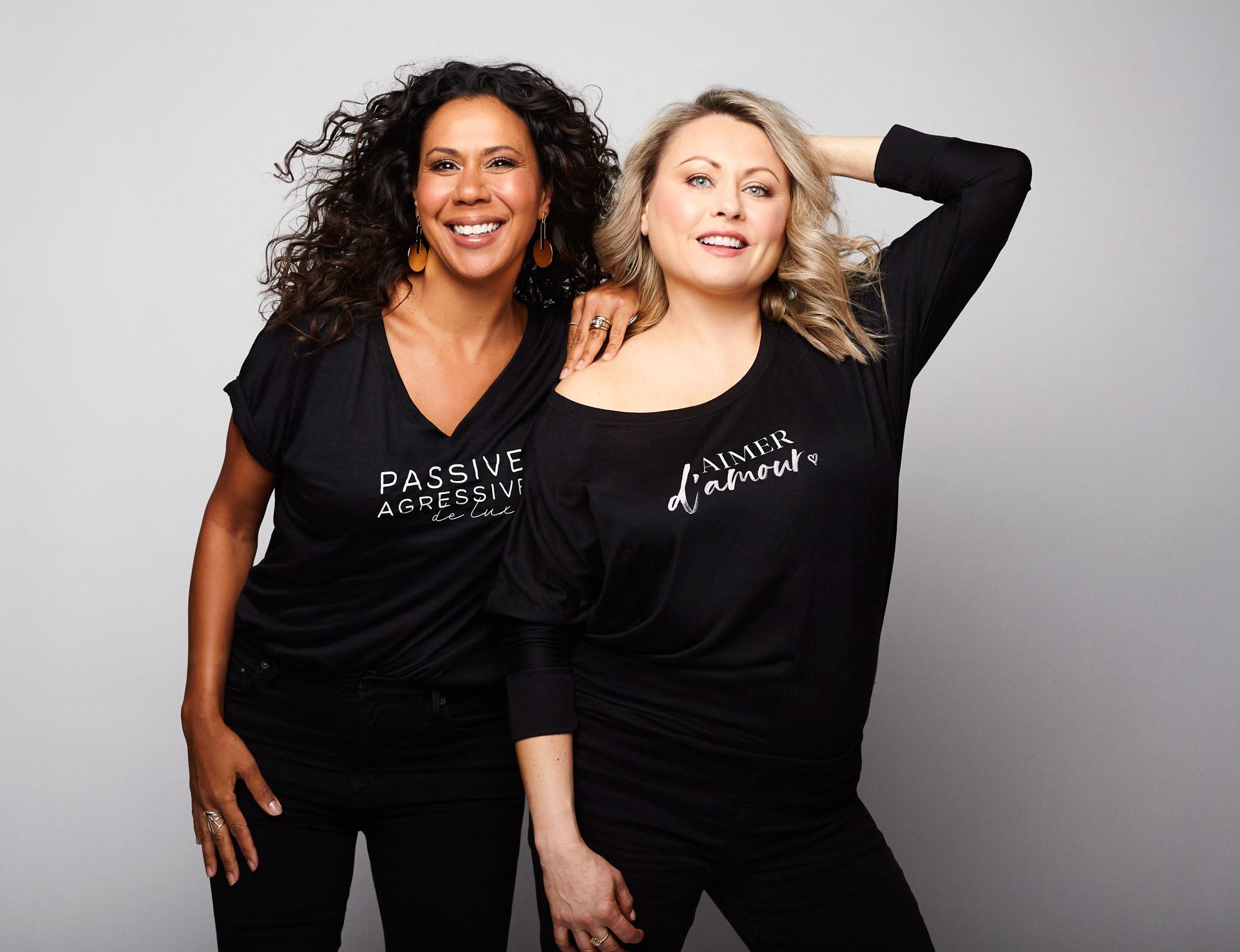 Photo portrait de célébrités québécoise Isabelle Racicot et Mitsou Gélinas pour la boutique en ligne Mitsou. Photographie réalisée par Dariane Sanche à Montréal.