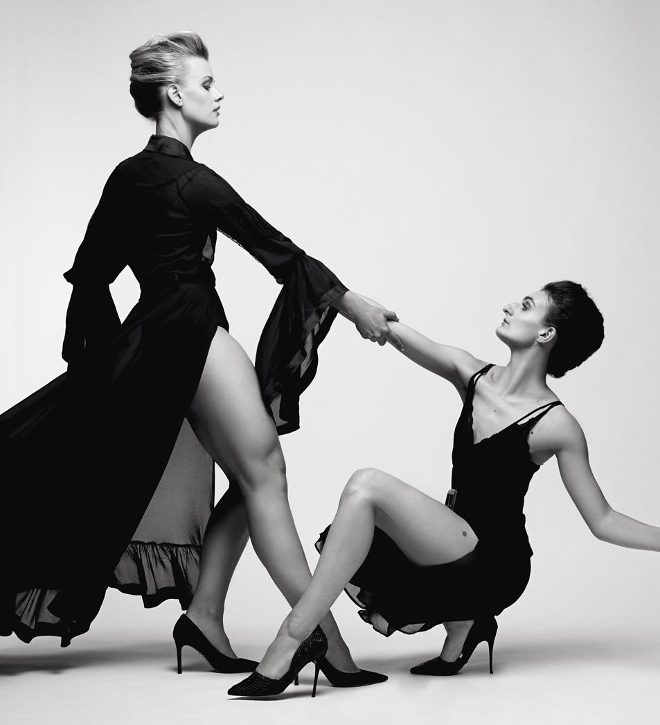 Séance photo romantique en duo en studio. Photographie de danse pour projet commerciale et publicitaire.