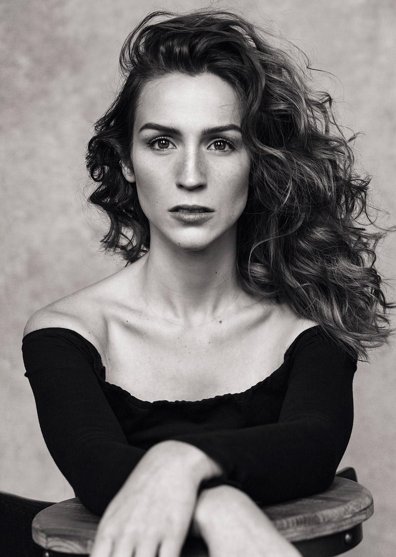 Portrait de la célèbre youtubeuse Québécoise Cynthia Dulude. Photo portrait professionnelle réalisée par la photographe Dariane Sanche