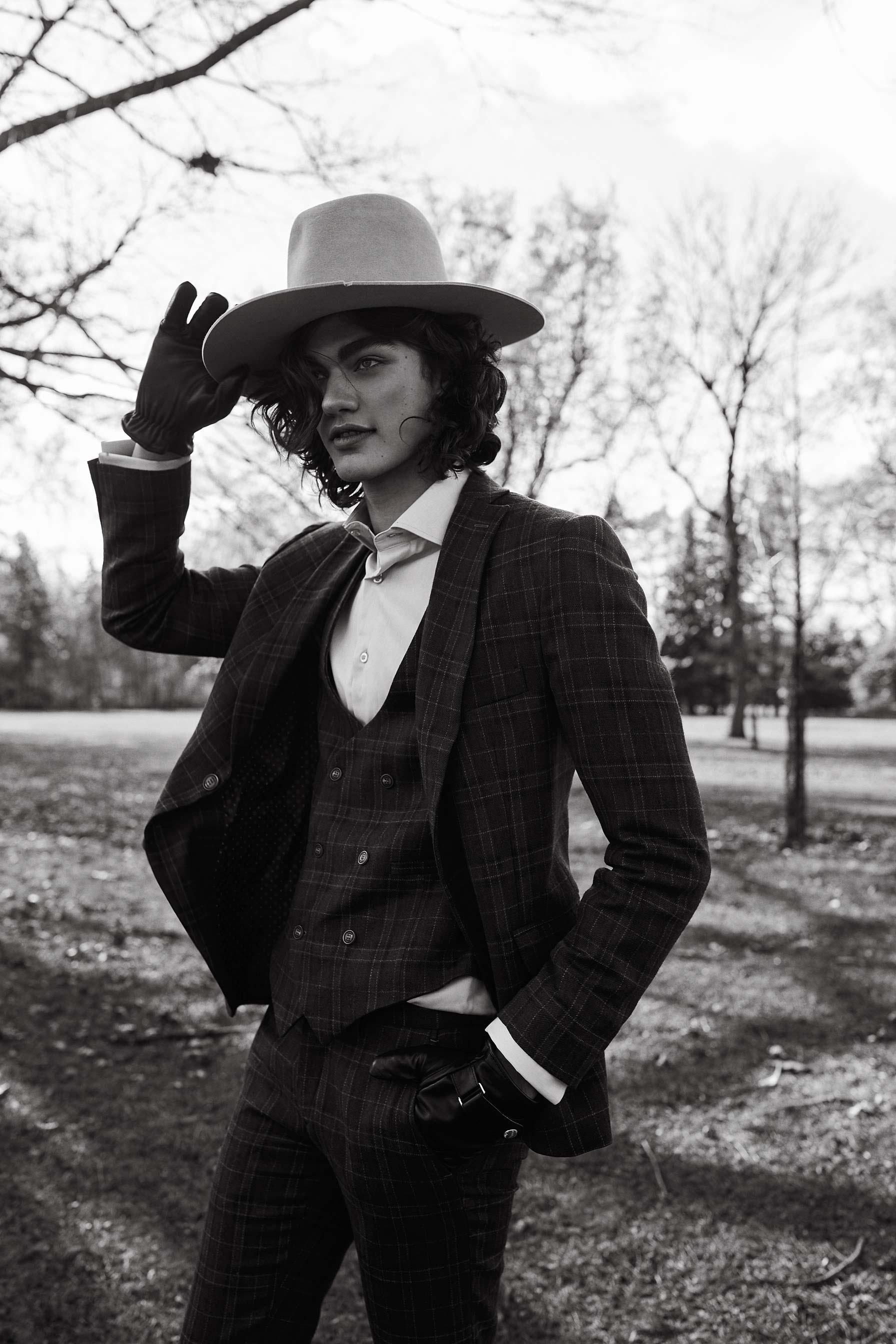 Dariane Sanche editorial photoshoot in the Montreal park Maison Neuve.