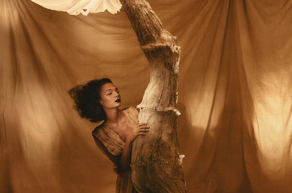 Photographe créatif et conceptuel à Montréal. Photographe artiste spécialisé dans la mode et le portrait théâtral.