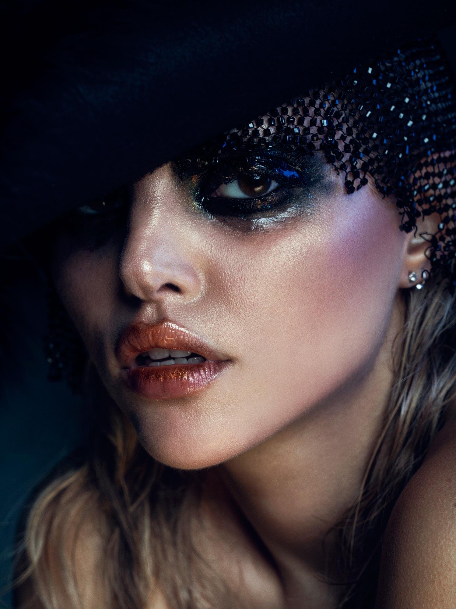 Photographe portrait beauté glamour, photographe professionnel pour produit et maquillage artistique et créatif.