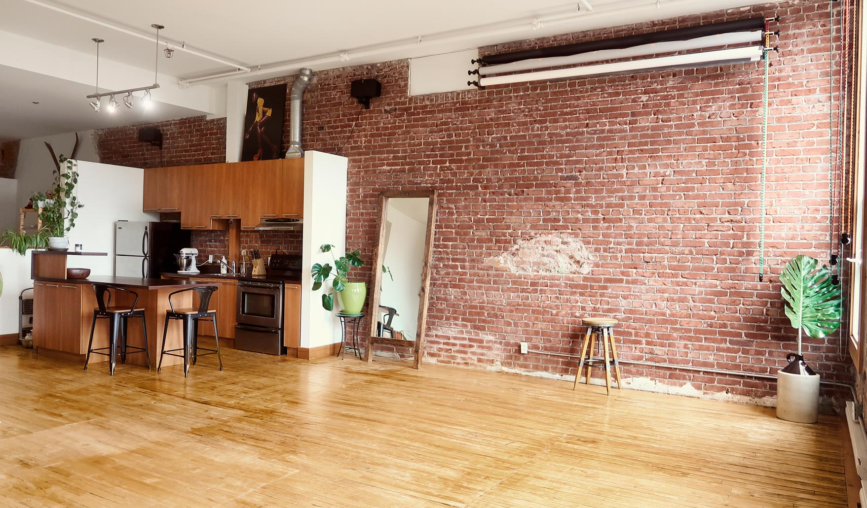Photo and video studio for rent in Montreal industrial look brick wood floor